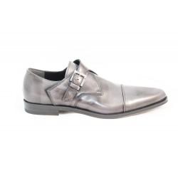 Chaussure avec boucle pointue