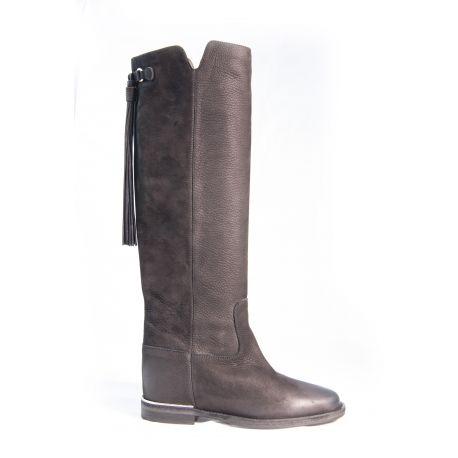Boot tassel with internal heel
