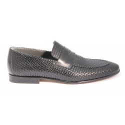 Loafers in woven leather