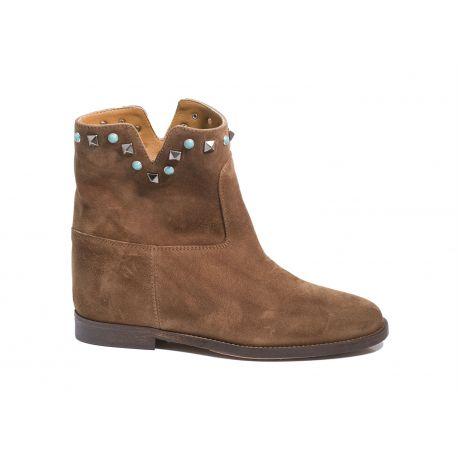 Low boots internal heels