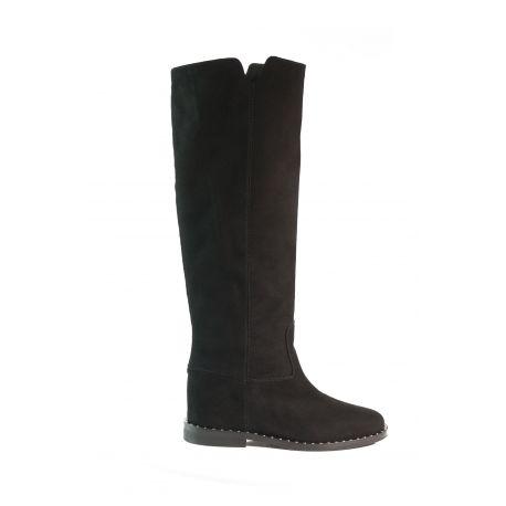 Boot with internal heel