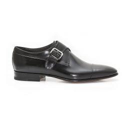 Chaussure avec boucle