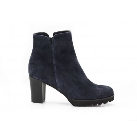 Low boot suede