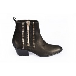 Pointed low boots three zip